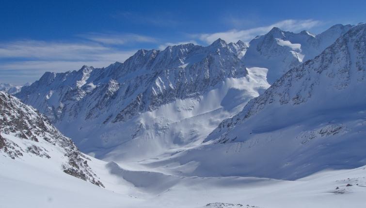 Der Blick hinunter ins Berglastal und auf die Östliche Seespitze