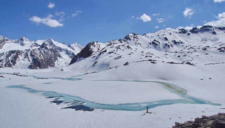 Der Weg bis zum See ist bereits nahezu schneefrei und somit gut machbar!