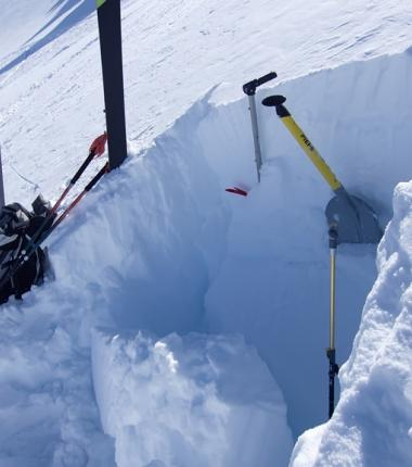 Den ganzen Winter über! Der Blick in die Schneedecke - nur dadurch kriegt man einen Überblick was die Stabilität der Schneedecke betrifft!