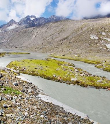 Bedingt durch den enormen Gletscherrückgang bildete sich im Vorfeld eine faszinierend Kulisse.