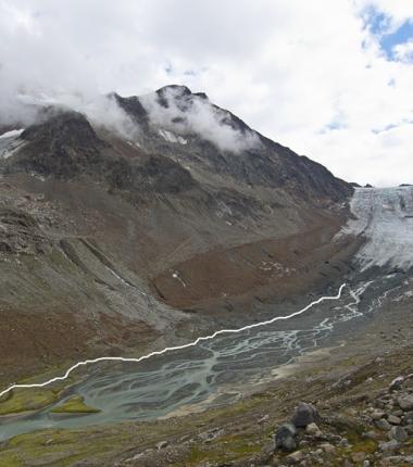 Für den Zustieg zur Gletscherzunge wurden eine wenige Markierungen angebracht welche zur groben Orinetierung gedacht sind!