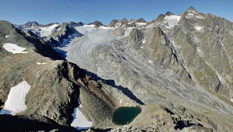 Der Lüsenser Ferner! Wie schon berichtet trifft man auf den Gletscher nahezu überall auf blankes Eis!