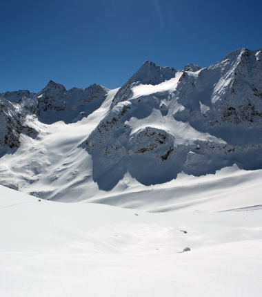 Wie so oft an der Östlichen Seespitze  hält sich der Schnee erst sehr spät in der Saison am Eis