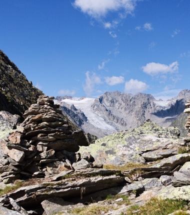 Der Gipfel der Sommerwand, dahinter das Wilde Hinterbergl mit dem Bergalsferner.
