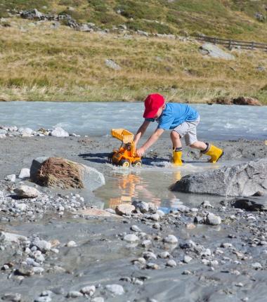 Spaß im kühlen Gletscherbach!