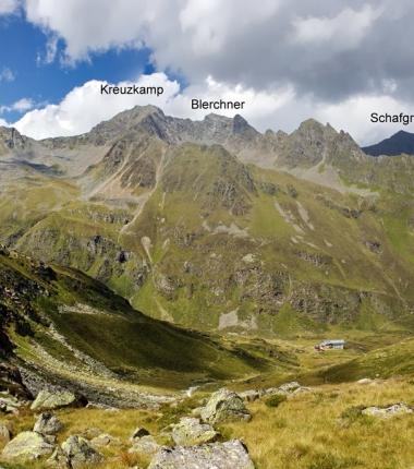 Schroffe Gipfel über der Hütte!