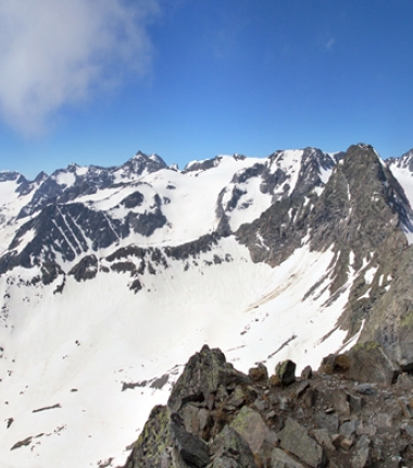Derzeit trifft man bis etwa 2700m Höhe auf Sommerfirn!