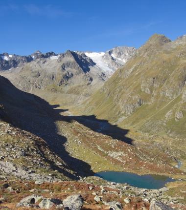 Etwas abseits, der Sommerwandsee! Im Hintergrund der Apere Turm mit dem Berglasferner