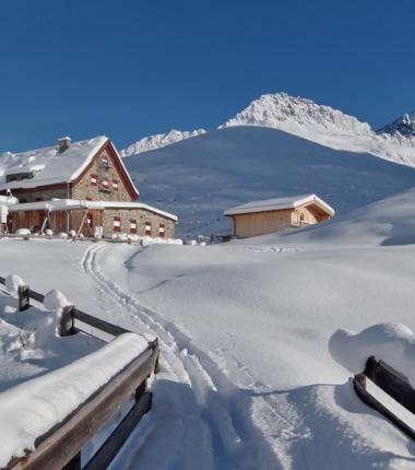 Hüttenkontrolle und Lokalaugenschein in Sache Schneelage am 14.11